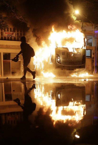 Rio de Žaneire vykusioje mokytojų demonstracijoje prasivežė smurtas dėl anarchistų veiksmų