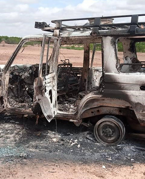 Sudegintas nužudytų turistų automobilis