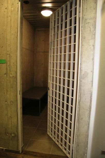 Laikino sulaikymo kambarys