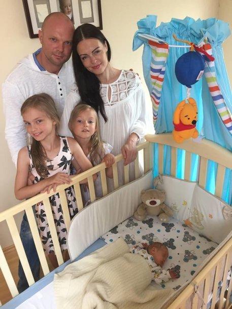 Kristupas Krivickas su žmona ir vaikais