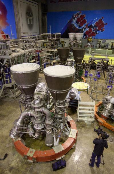 """Rusijos mokslinėje-gamybinėje įmonėje """"Energomaš"""" surinkinėjamas variklis RD-180"""