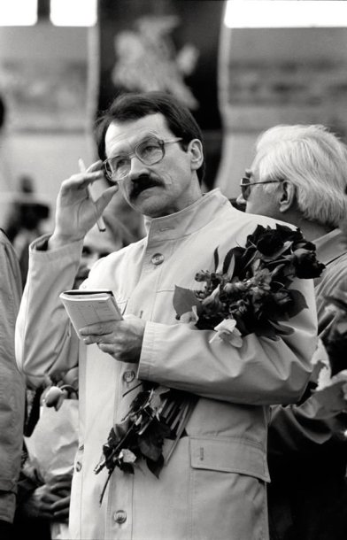 Romualdas Ozolas mitinge Vingio parke Lietuvos Nepriklausomybei remti Vilnius, 1990 m. balandžio 7 d.