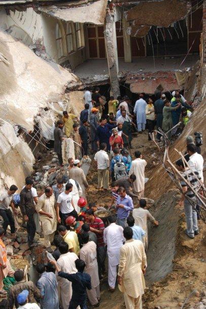 Pakistane sugriuvus mečetei žuvo 24 žmonės