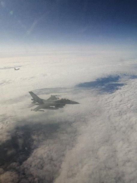 GetJet lėktuvą lydėję naikintuvai
