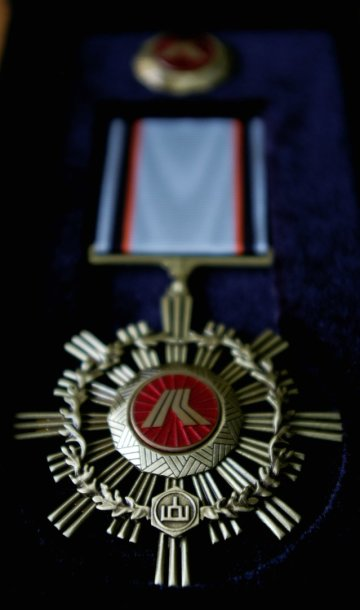 Geriausieji kelių darbininkai, meistrai ir vadovai buvo apdovanoti įvairių laipsnių Kelininkų garbės kryžiais.