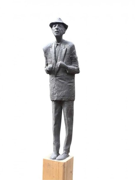 Romualdo Kvinto sukurta Leonardo Coheno skulptūra