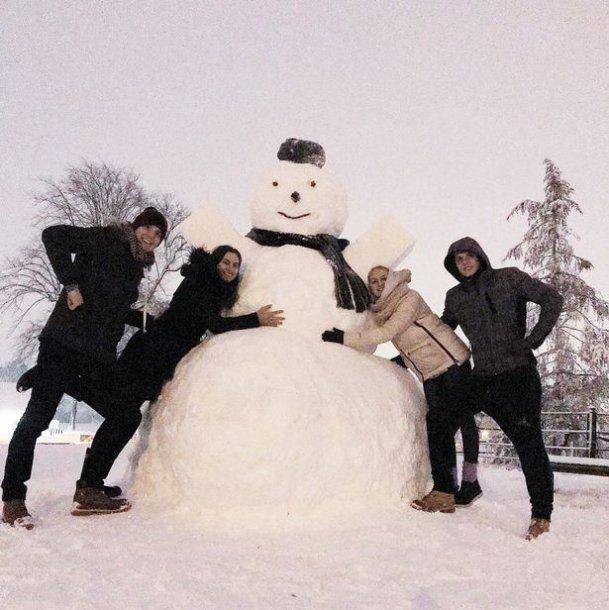 Lietuviai nulipdė gigantišką Sniego senį.
