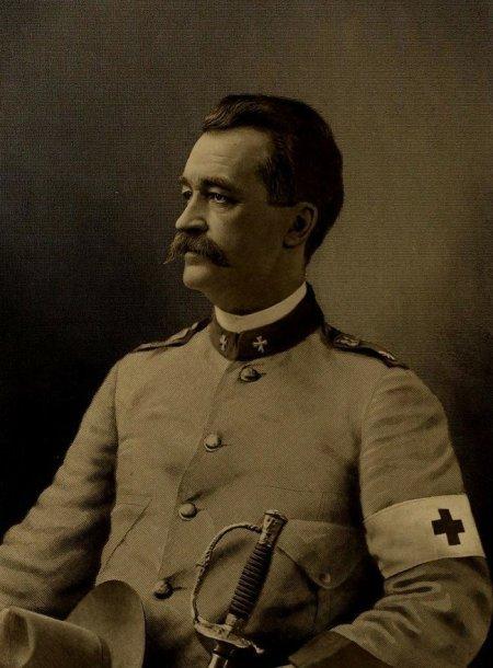 Gydytojas Nicholasas Sennas 1904 m.