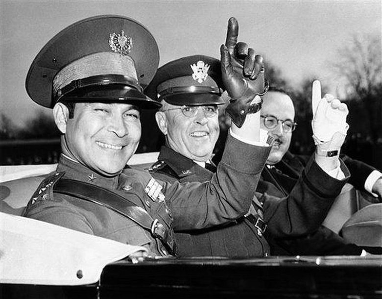 Fulgencio Batista (kairėje) per vizitą Vašingtone (1938 m.)