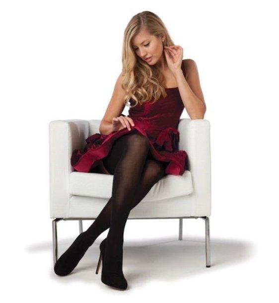 Mergina su kojinėmis