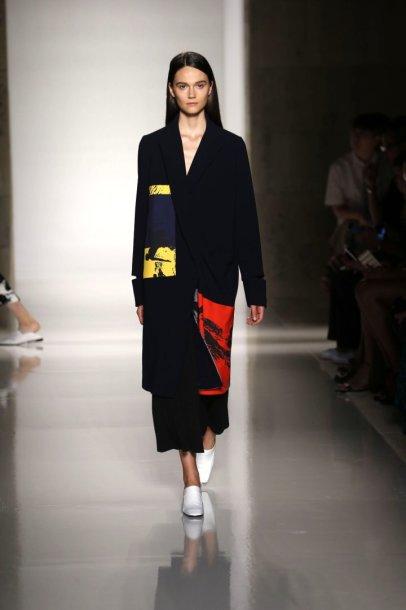 """Victoria Beckham"" 2016 m. pavasario-vasaros kolekcijos modelis"