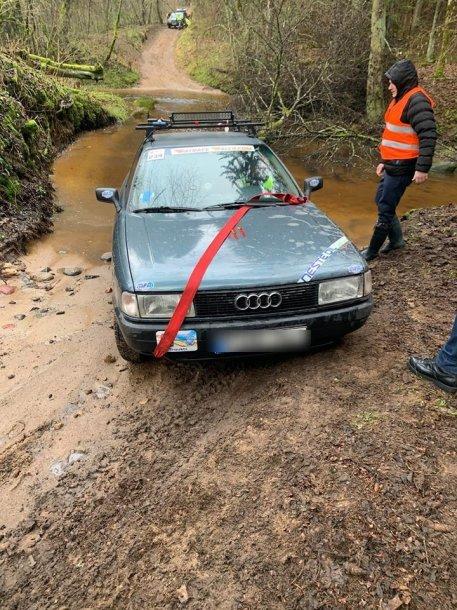 """Senų automobilių pasivažinėjimas """"Rat Race"""" – per saugomą Veržuvos upelį"""