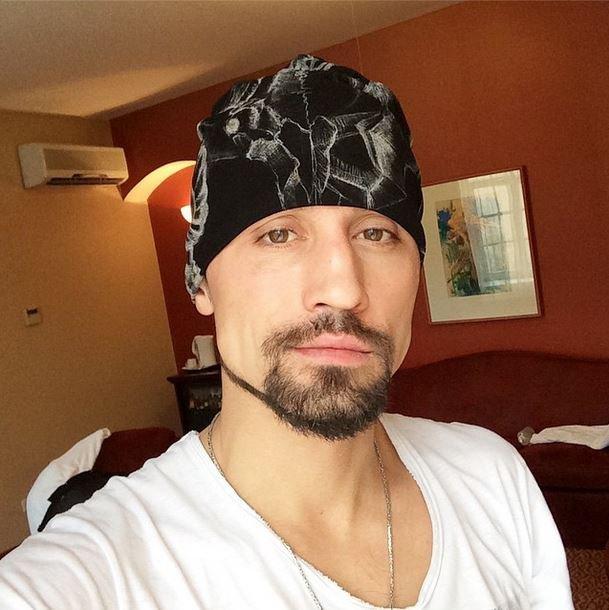 Dima Bilanas su Jurgitos Jurkutės dovanota kepure