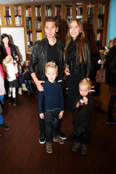 Vaida Grikšaitė-Česnauskienė su vyru Deividu ir sūnumis