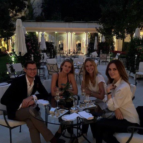 Domas Mašalas, Edita Vilkevičiūtė, Sigutė Krilavičiūtė ir Asta Valentaitė Paryžiuje