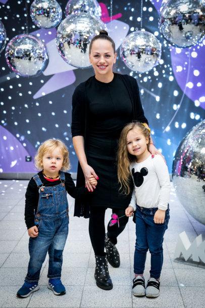 Ineta Puzaraitė-Žvagulienė su vaikais
