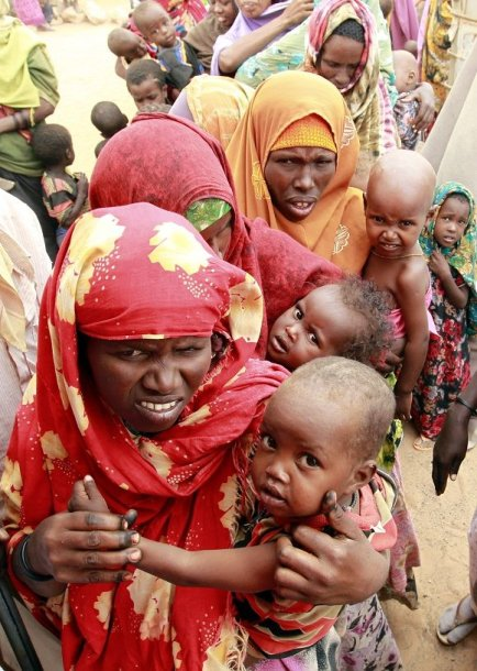 Afriką alinanti sausra privertė milijonus žmonių palikti savo namus.