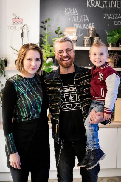 Robertas Kalinkinas su žmona Agne ir sūnumi