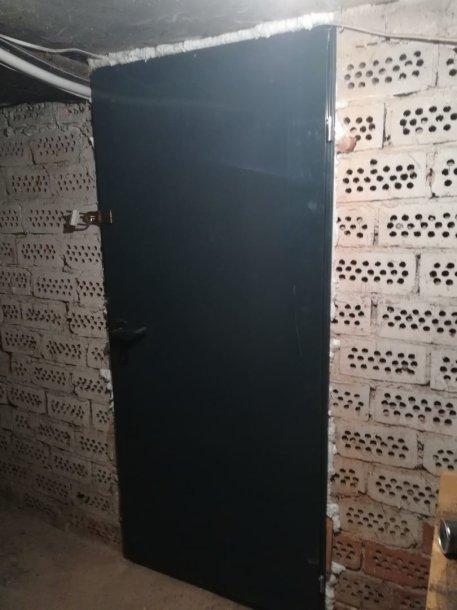 """""""Būsto valdos"""" pakeistos durys Vinčų gatvės daugiabutyje"""