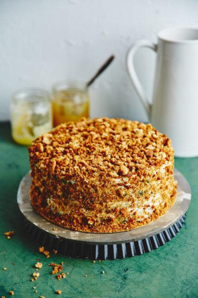 Signes Meirane vaikystės medaus tortas