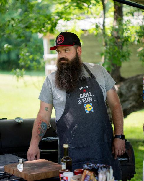 Šefas Vylius Blauzdavičius: gardžius grilio patiekalus galime iškepti ir savo namuose